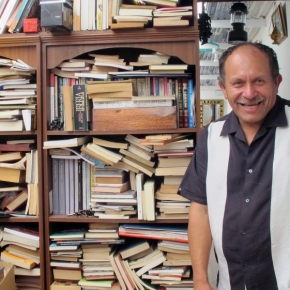 Bogota's bibliophile trash collector who rescues books